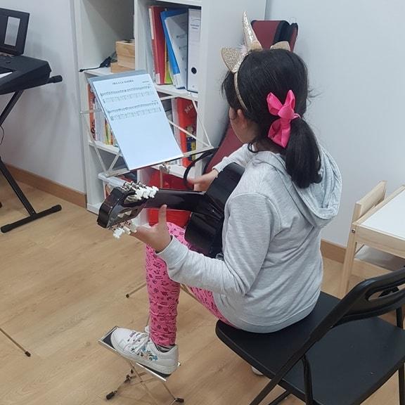 clase-guitarra-niños